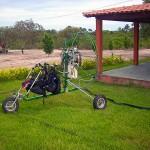 Logo que chegamos montamos os equipamentos nos poucos jardins que tinahm as casas mais próximas da estrada
