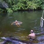 Refrescando-se no rio